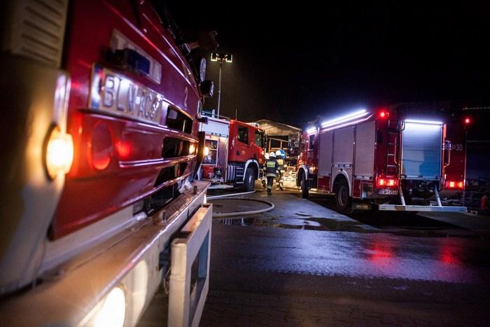 FOTO | Pożar hali produkcyjnej pod Miastkowem